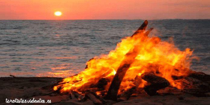 Hoguera de la Noche San Juan en la playa